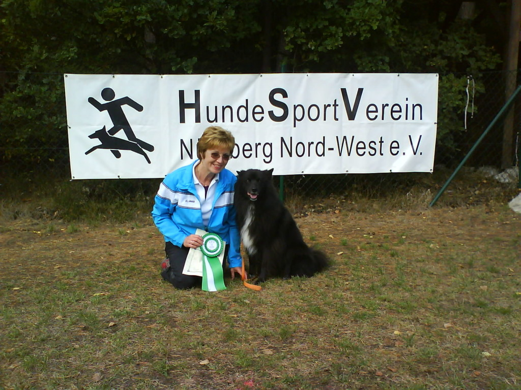 sina s 2 pr fung im obedience bei n rnberg nord west coburger hundeclub e v chc. Black Bedroom Furniture Sets. Home Design Ideas